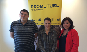 Left to right: Francis Bibeault, Claims Adjuster, contest winner Sonia Boulet, and Marie-Claude Blouin, Personal Lines Damage Insurance Agent.